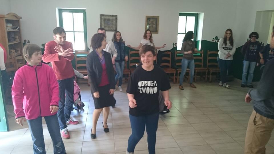 """Korisnici Udruge Jaglac sudjelovali na 8. Festivalu alternativnih oblika rehabilitacije """"Zvoni Zvono"""" u Belišću"""