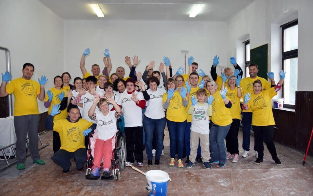 """Akcija korporativnog volontiranja Grawe osiguranja na volonterskoj točki VPŽ u sklopu projekta """"Šalji dalje"""""""