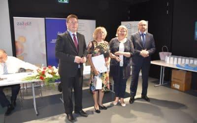 """Potpisan Ugovor o dodjeli bespovratnih sredstava za """"Zaželi-program zapošljavanja žena"""" financiran iz Europskog socijalnog fonda"""