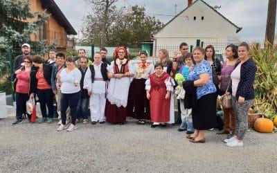 Predstavnici udruge Jaglac na Sajmu tradicijskih i umjetničkih obrta na imanju udruge Regoč u Bukovlju